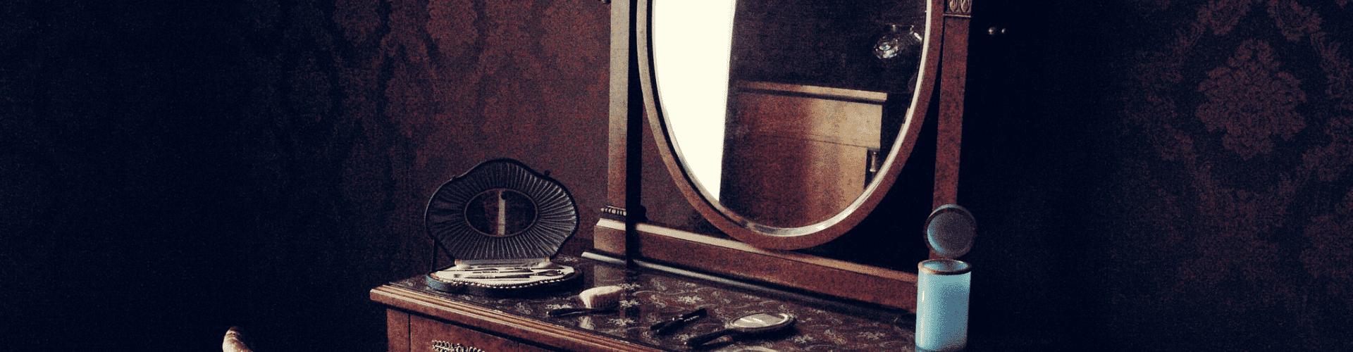 Bureaux, secrétaires et coiffeuses