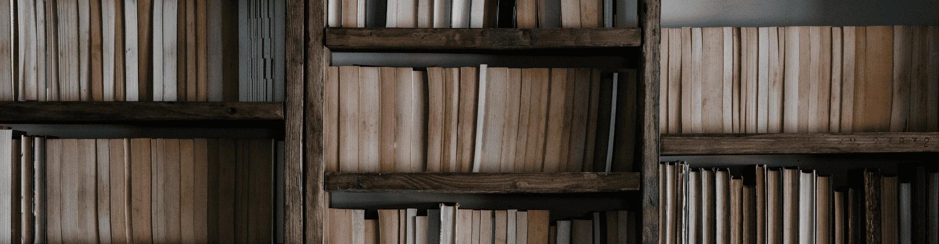 Bibliothèques, colonnes et étagères chics